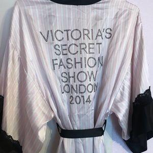 VS Fashion Show Robe 2014
